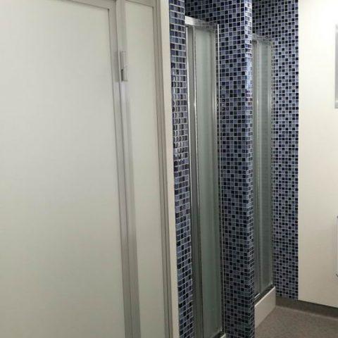 prysznicy w kontenerze